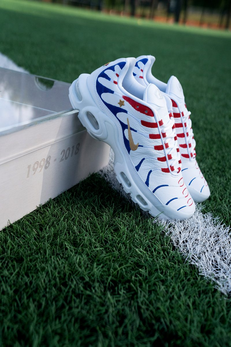 finest selection 6c00d 0f132 Nike Gift Kylian Mbappé Custom France-Themed Sneakers for ...