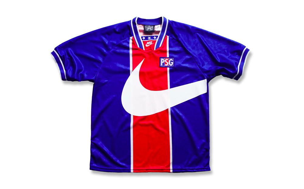 big sale 19851 27e79 This Reworked Paris Saint-Germain Kit is Complete Throwback Heat
