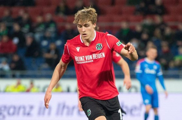 Hannover's Timo Hübers Becomes the First Player to Test Positive for Coronavirus